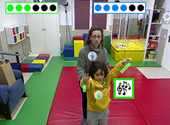 Monitora jugando con niña al Pictogram Room