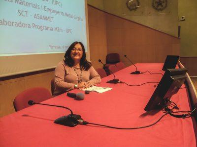Núria Salán en una conferencia