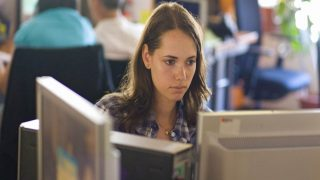 Mujer con ordenador de Proyecto EDYTA