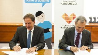 Firma del convenio de colaboración Junto al Autismo