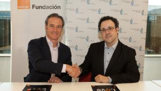 firma convenio Autismo España y Fundación Orange