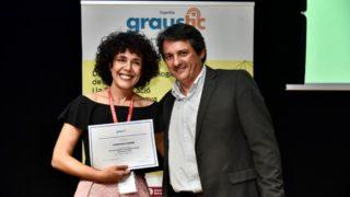 Foto recibiendo Premi GrauTIC para Fundación Orange